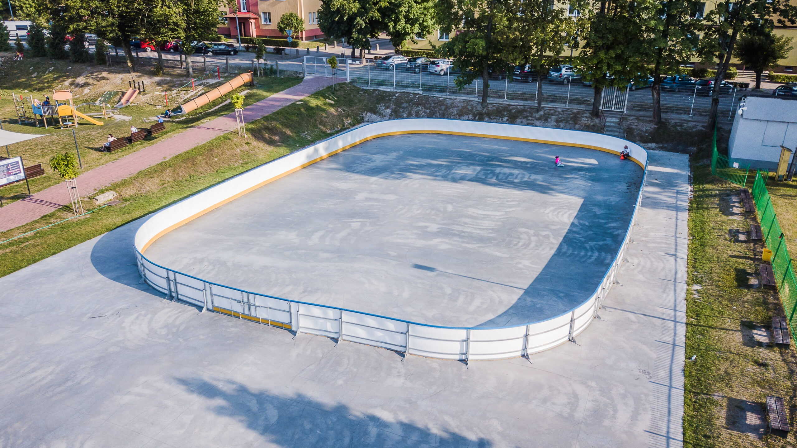 Zdjęcie przedstawia lodowisko przy Miejskim Ośrodku Sportu i Rekreacji