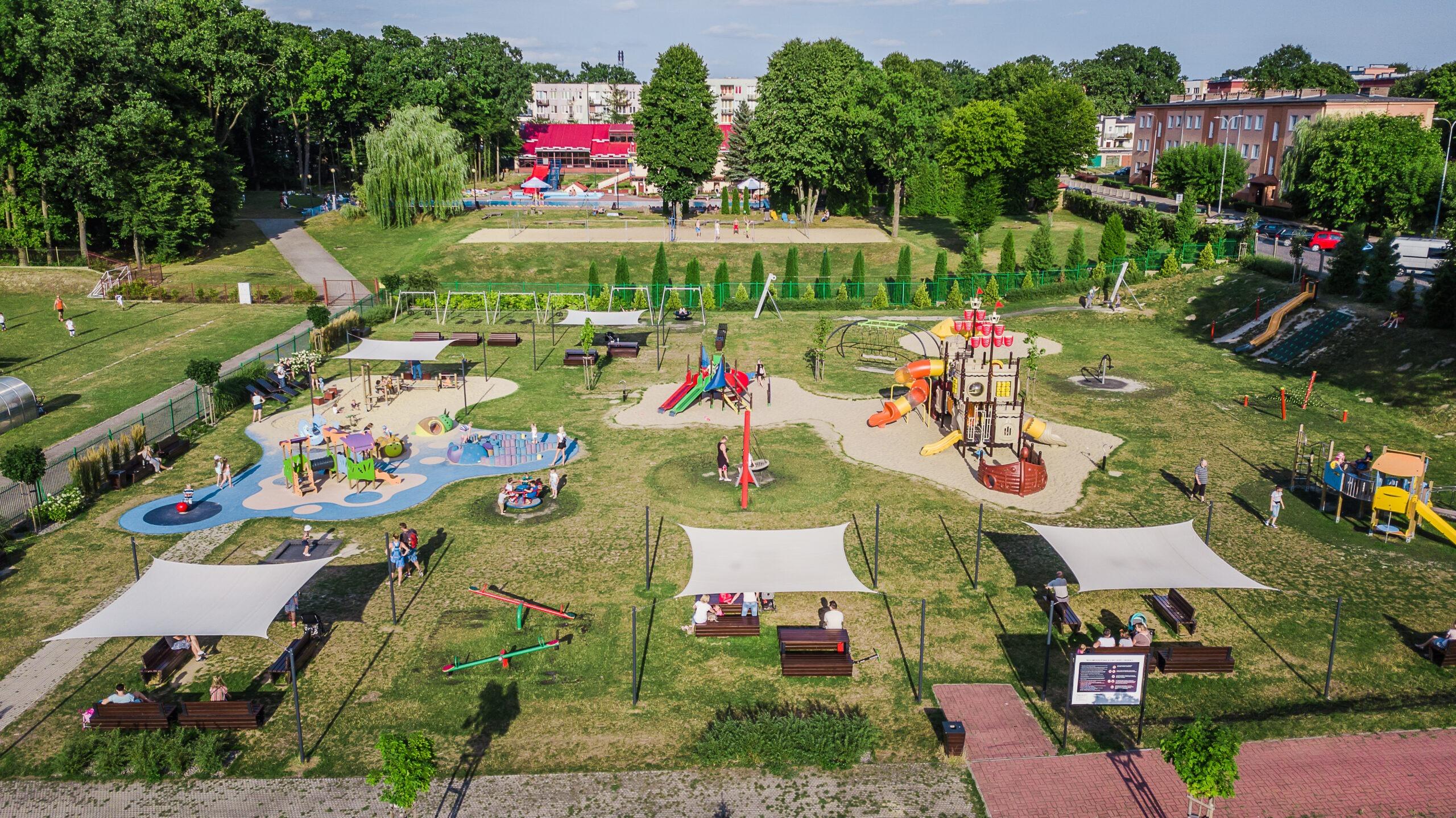Zdjęcie przedstawia plac zabaw Miejskiego Ośrodka Sportu i Rekreacji