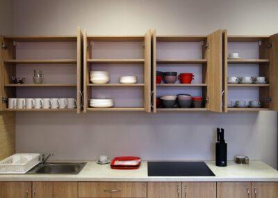 Zdjęcie przedstawia kuchnię w hotelu sportowca